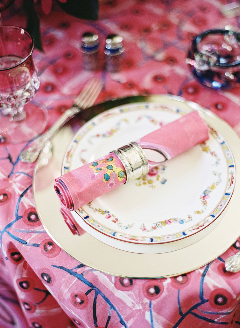 Tablecloth: Berry, Lattice Pink – Napkins: Melodye, Pink